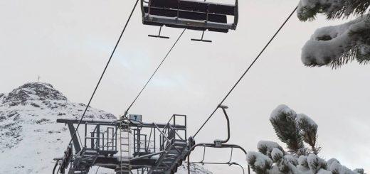 Les Menuires ontwaakt in de sneeuw