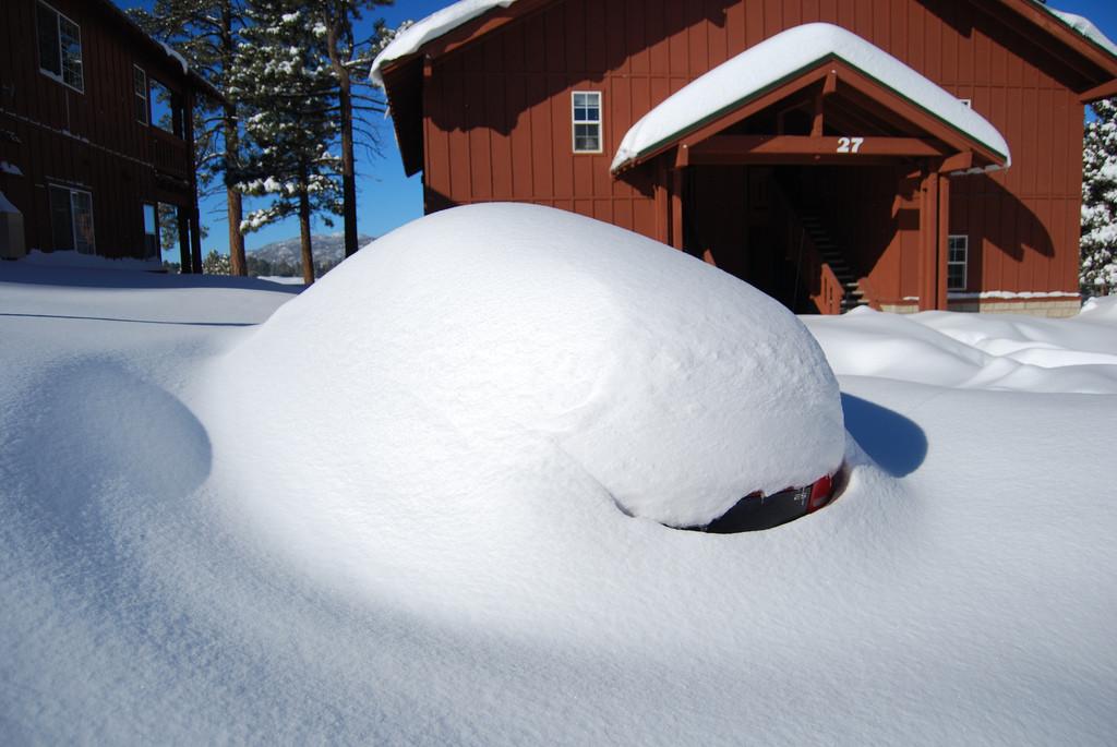 auto-onder-sneeuw-1024x685