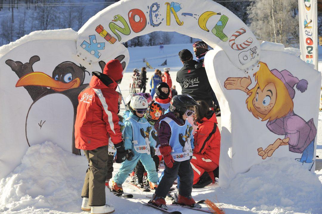 Kinderen in de skischool van Filzmoos